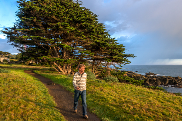 walking the bluff_med